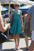 Taylor Swift - Shopping at The Fairfax Flea Market - September 4, 2011 (73 HQ)