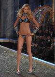 th_26820_celebutopia.net_Victoria74s_Secret_Show_9341_122_155lo.jpg