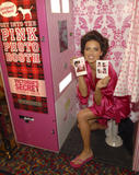 th_20543_fashiongallery_VSShow08_Backstage_AdrianaLima-05_122_439lo.jpg