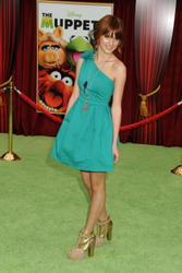 http://img184.imagevenue.com/loc693/th_159598633_Bella_Thorne_The_Muppets_Premiere_Hollywood_122_693lo.jpg