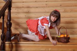 http://img184.imagevenue.com/loc845/th_105488376_tduid300163_Silver_Sandrinya_maid_1_116_122_845lo.JPG