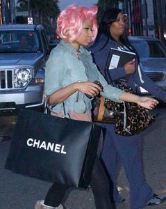 Ники Минаж, фото 133. Nicki Minaj and a friend out shopping in Beverly Hills 2-10-12, foto 133